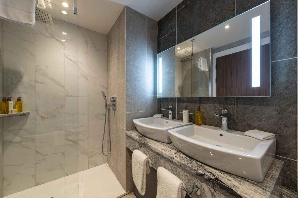 A bathroom in Ness Walk Hotel